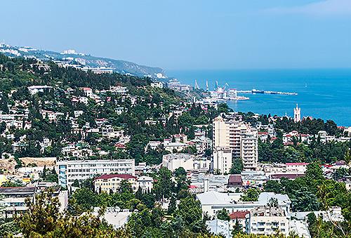 Жители Крыма сдают свою недвижимость на лето и редко совершают альтернативные сделки